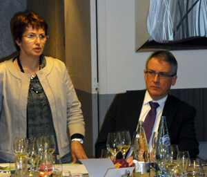 Dîner organisé au restaurant Tante Marguerite, autour d'un certain nombre d'Assistants Parlementaires